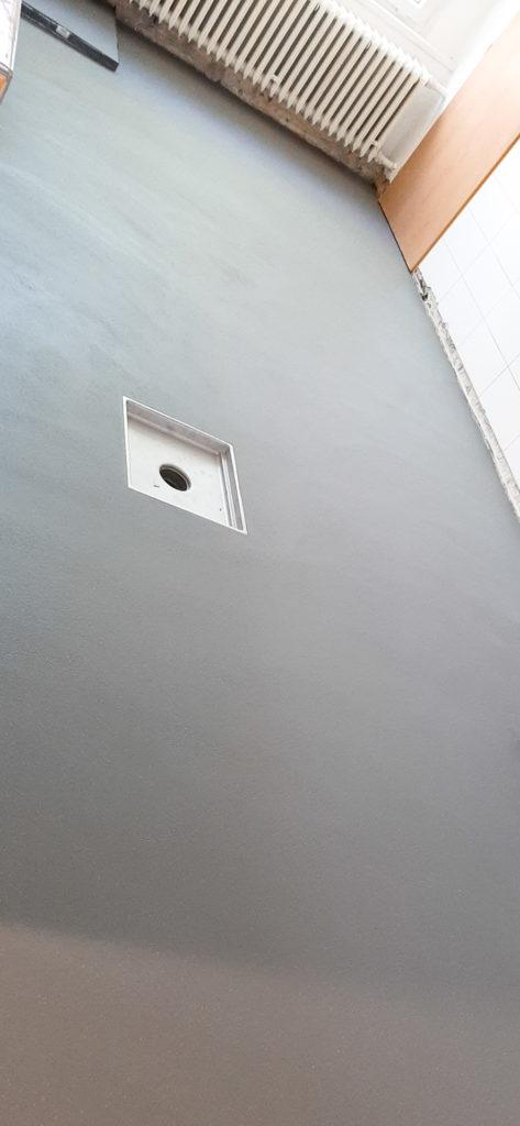 Polyuretan-cementová vysokozátěžová podlaha.