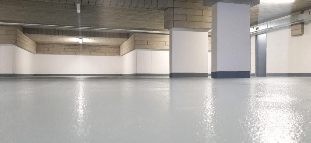 Epoxidová podlaha v parkovacím domě.