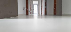 Polyuretanová podlaha do komerčního prostoru.