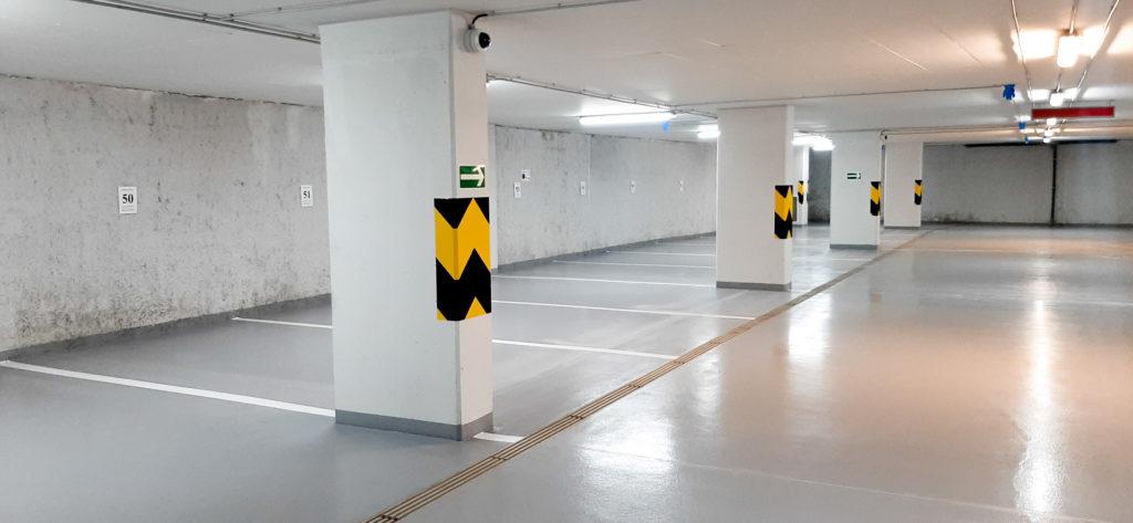 Parkovací dům s epoxidovou podlahou.