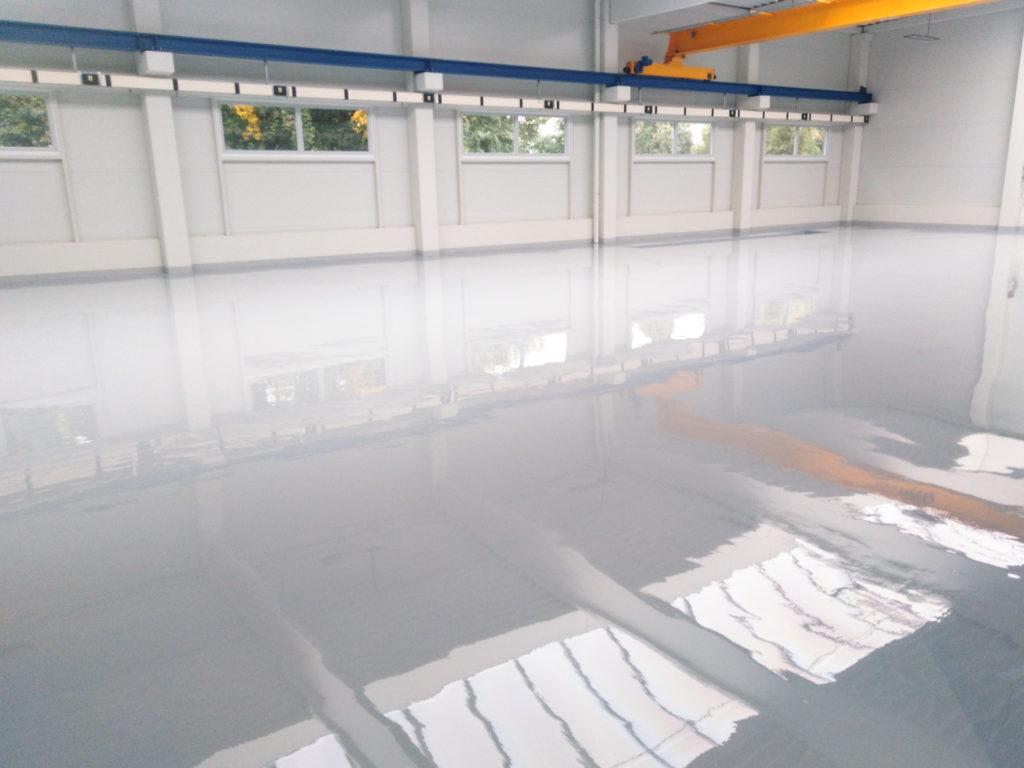 Epoxidová podlaha do komerčních prostor.