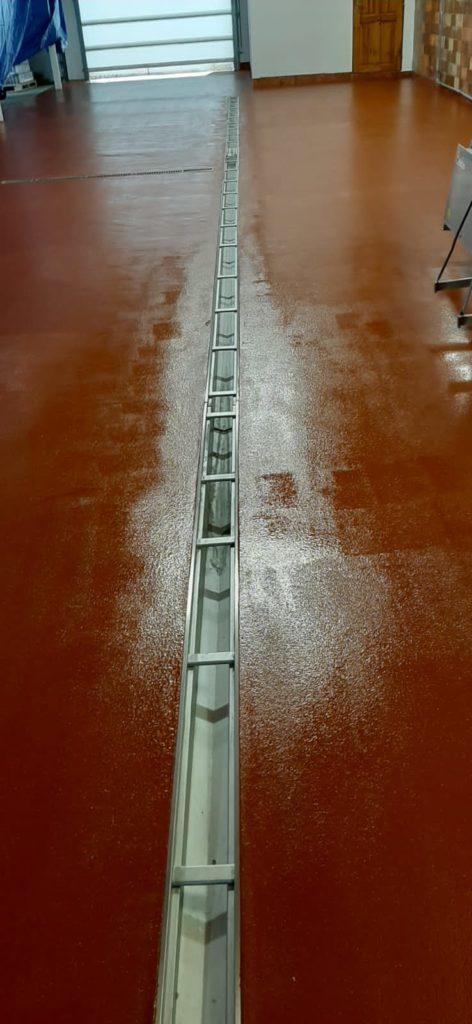 Podlaha do průmyslového provozu.