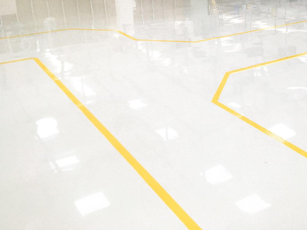 Litá epoxidová podlaha v parkovacím domě.