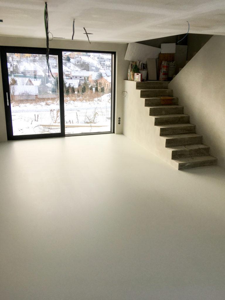 Polyuretanová podlaha do obýváku.
